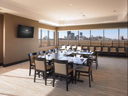 The Strathallan- a DoubleTree by Hilton - Rochester - Conference room