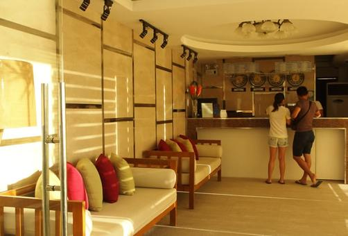 Boracay Ocean Club Beach Resort - Boracay Island - Front desk