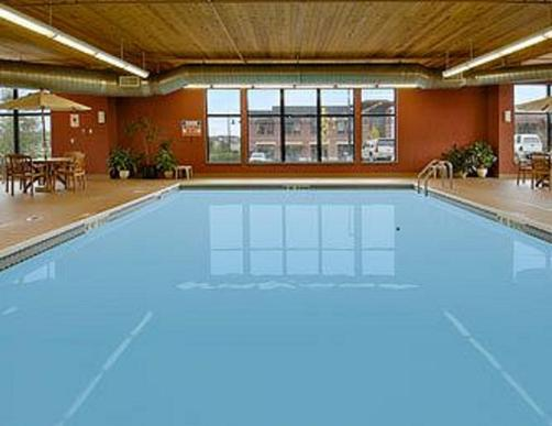 Days Inn & Suites Bozeman - Bozeman - Pool