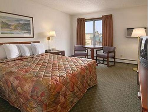 Days Inn & Suites Bozeman - Bozeman - Bedroom