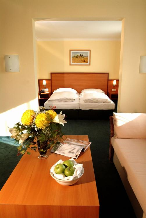 InterCityHotel München - Munich - Bedroom