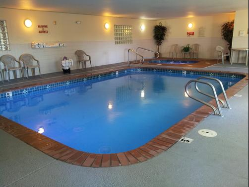 GuestHouse Inn & Suites Kelso - Kelso - Pool