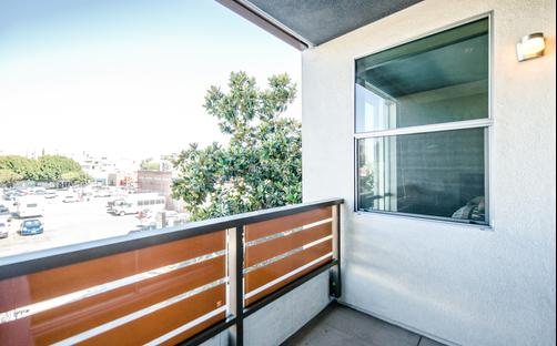 The Hollywood Hepburn Apartment - Los Angeles - Balcony