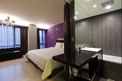 FX Hotel Taipei Nanjing East Road Branch - Taipei - King bedroom