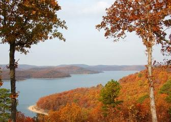 Eureka Springs - Located in the Beaver Lake Area, Access just 3 miles down the road.