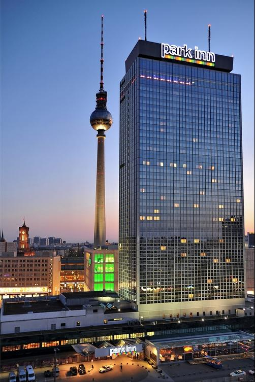 Park Inn by Radisson Berlin Alexanderplatz - Berlin - Building