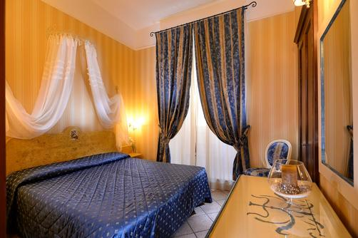 Hotel Golden - Rome - Queen bedroom