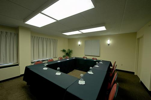 Red Roof Plus+ Miami Airport - Miami - Conference room