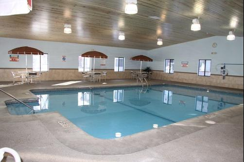 GuestHouse International Inn & Suites Rochester - Rochester - Pool