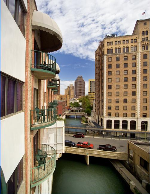 Riverwalk Plaza Hotel - San Antonio - Attractions