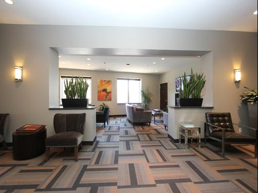 The East Avenue Inn & Suites - Rochester - Lobby