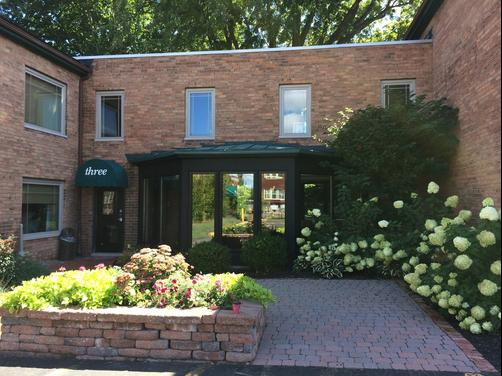 The East Avenue Inn & Suites - Rochester - Outdoors view