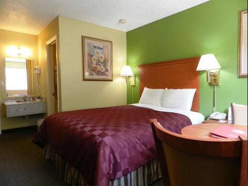 Ramada Limited Chattanooga - Chattanooga - Queen bedroom