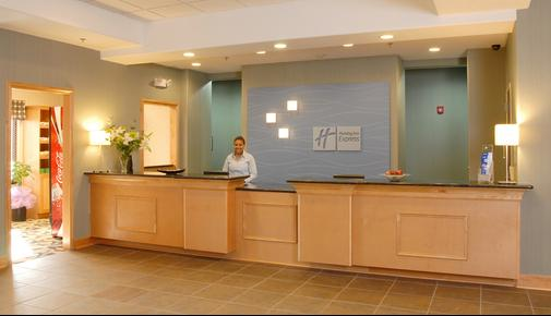 Holiday Inn Express Hotel & Suites Atlanta Southwest-Fairburn - Fairburn - Front desk