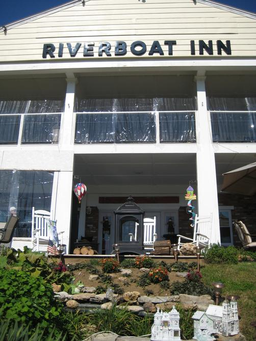 Riverboat Inn & Suites - Madison