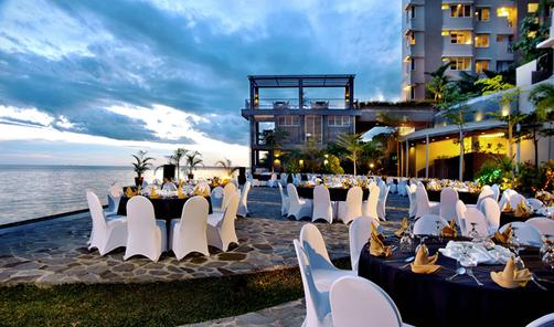 Aston Balikpapan Hotel and Residence - Balikpapan - Outdoors view