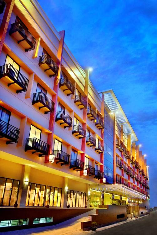 Aston Pontianak Hotel and Convention Center - Pontianak - Building