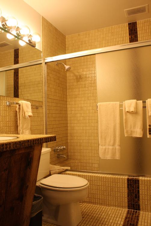 St. Moritz Lodge & Condominiums - Aspen - Bathroom
