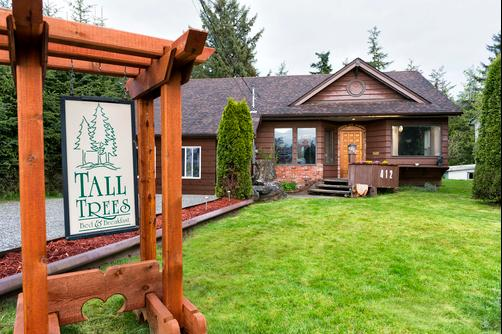 Tall Trees Bed & Breakfast - Prince Rupert - Front desk