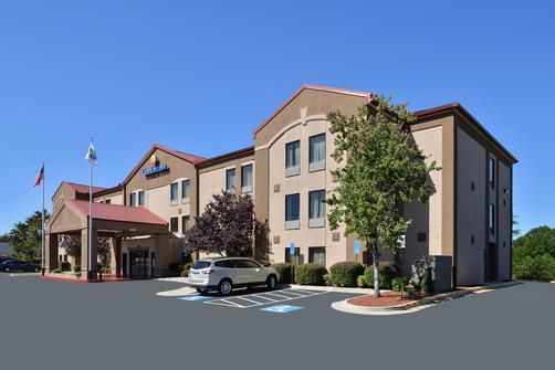 Comfort Inn & Suites at Stone Mountain - Stone Mountain - Building