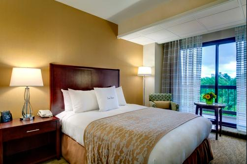 DoubleTree by Hilton Portland - Portland - Queen bedroom