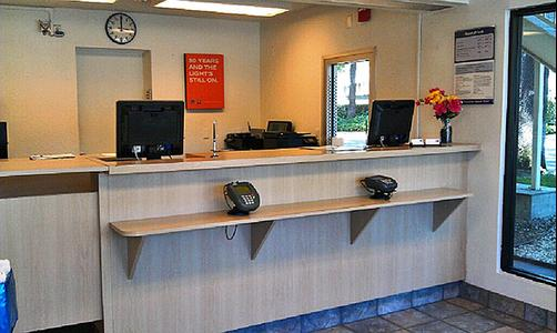 Motel 6 Stockton North - Stockton - Lobby