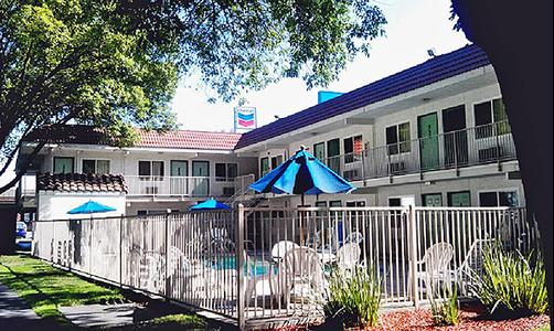 Motel 6 Stockton North - Stockton - Pool
