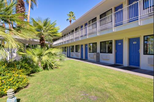 Motel 6 Palm Springs E East Palm Canyon - Palm Springs - Building