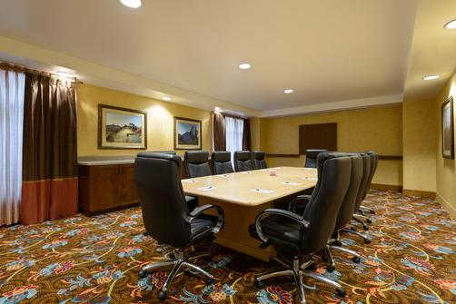 Homewood Suites by Hilton Phoenix-Metro Center - Phoenix - Conference room