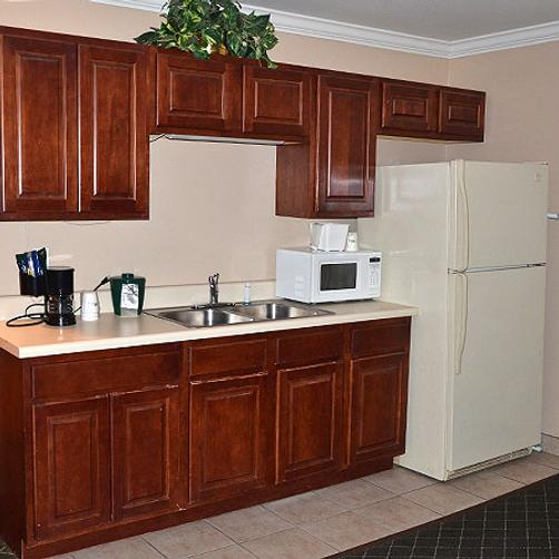 Magnuson Hotel and Suites Gulf Shores - Gulf Shores - Kitchen