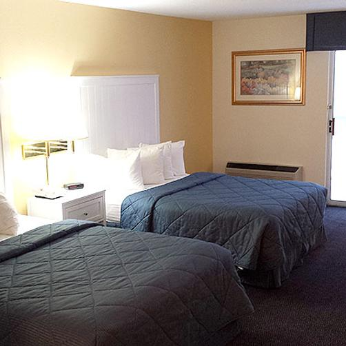 The Breakers Resort - Saint Ignace - Bedroom