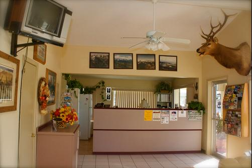 Black Canyon Motel - Montrose - Front desk