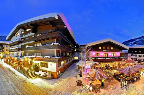 Eva, Village Hotel - Saalbach - Outdoors view