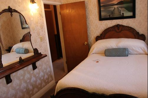 The Harney House Inn - Indianapolis - Queen bedroom