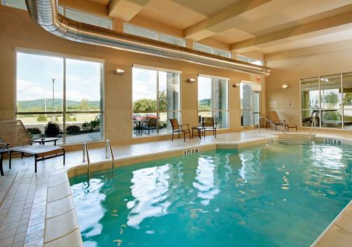 SpringHill Suites by Marriott Pittsburgh Latrobe - Latrobe - Pool