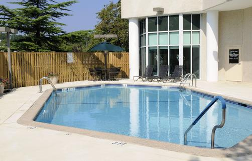 Sheraton College Park North Hotel - Beltsville - Pool
