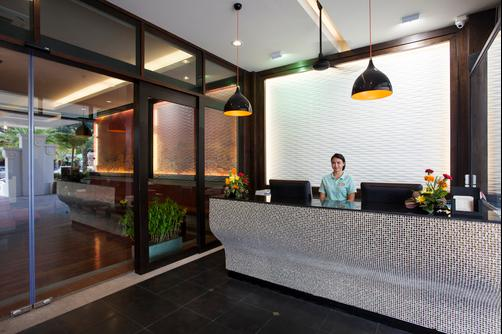 Aonang Cliff Beach Resort - Krabi - Front desk