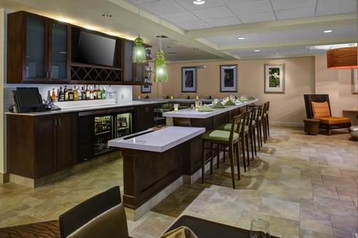 Hilton Garden Inn Boston/Waltham - Waltham - Bar