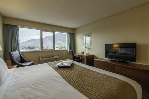 Thompson Hotel & Conference Center - Kamloops - King bedroom