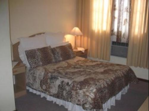 Royal Lodge - Beaufort West - Bed