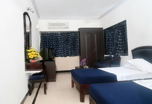 Sea Side Hotel - Mumbai - Bedroom