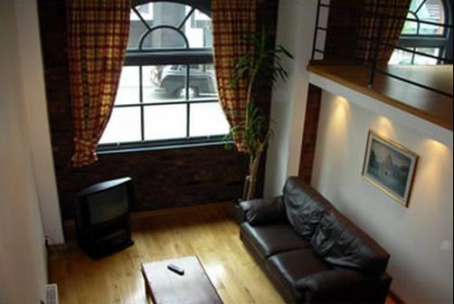 Trafalgar Warehouse Apartments - Liverpool - Living room