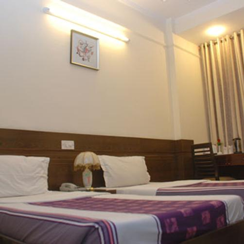 The Blooms Hotel - Gurgaon - Bed