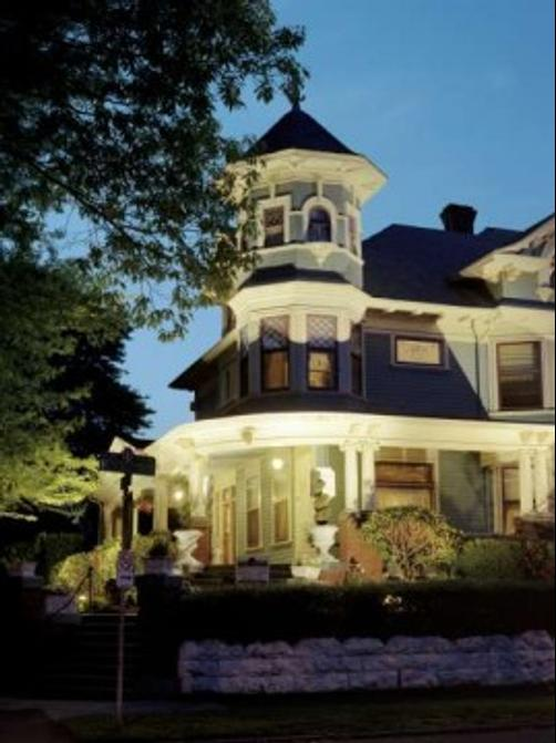 The Lion and the Rose Victorian Bed & Breakfast - Portland - Building