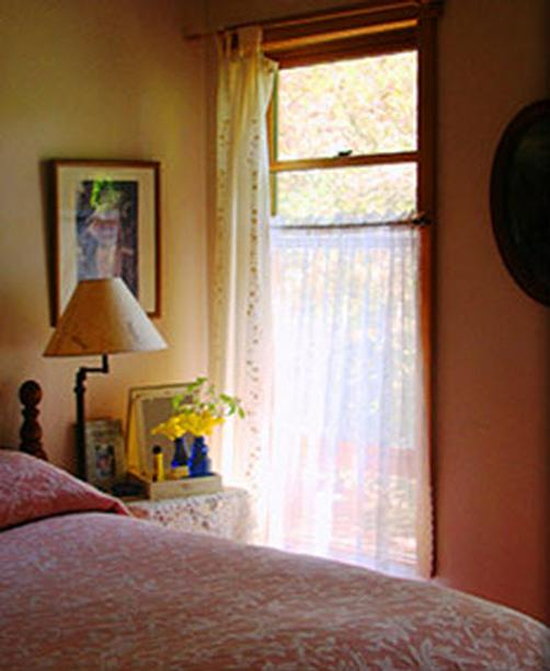Snug Hollow Farm Bed & Breakfast - Irvine - Bed