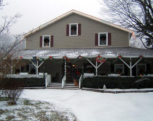 Little Main Street Inn - Banner Elk - Building