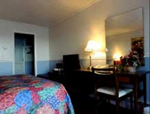 Belknap Point Motel - Gilford - Bedroom