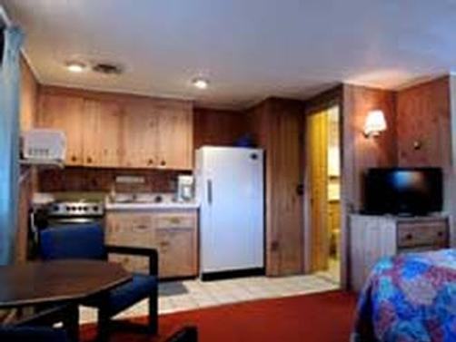 Belknap Point Motel - Gilford - Kitchen