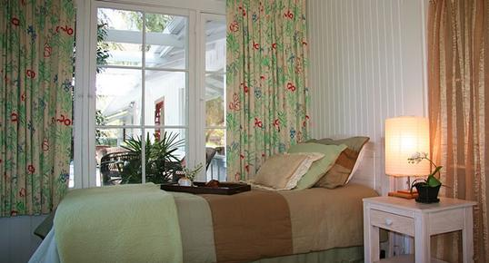 Pepper Tree Retreat - Ojai - Bed
