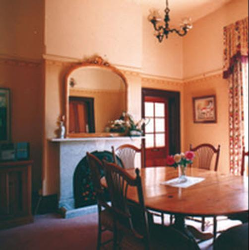 Cotehele-The Magistrates House - Orange - Living room